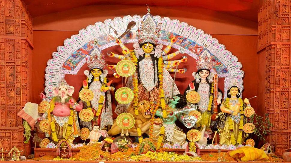 दिल्ली: कोरोना काल में ऑनलाइन हो रही दुर्गा पूजा, घर तक पहुंच रहा प्रसाद