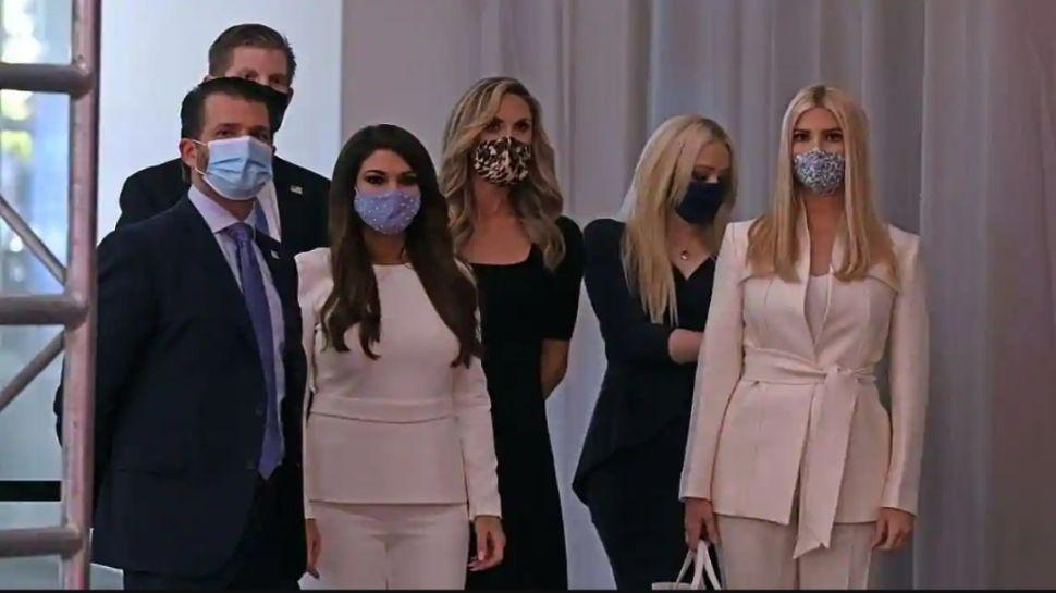 US Election 2020: आखिरकार ट्रंप परिवार को समझ आ ही गई मास्क की ताकत, पहनने पर हुए मजबूर