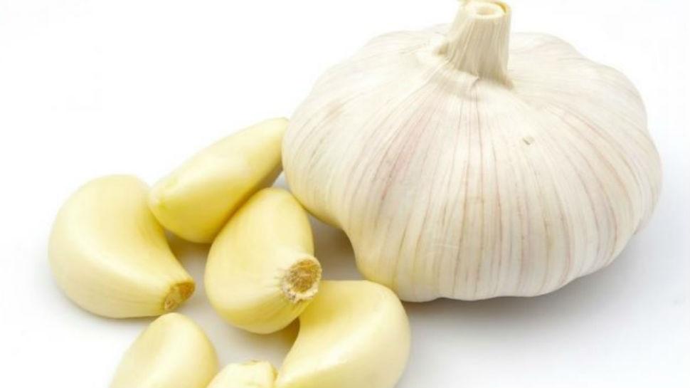 खाली पेट खाएं लहसुन की एक कली, शरीर को होते हैं ये बड़े फायदे