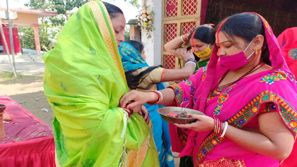 रांची: नवरात्र के बाद अब प्रतिमाओं के विसर्जन की तैयारी, 'सिंदूर खेला' का हो रहा आयोजन
