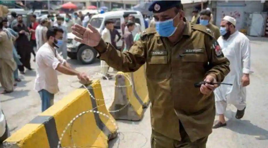 Coronavirus: पाकिस्तान में हालात बेकाबू, एक बार फिर लगा Lockdown