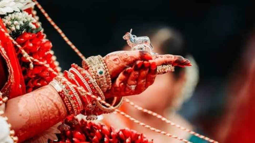 Karva Chauth 2020: जानें करवा चौथ व्रत का शुभ मुहूर्त और नियम, ऐसे करें पूजा
