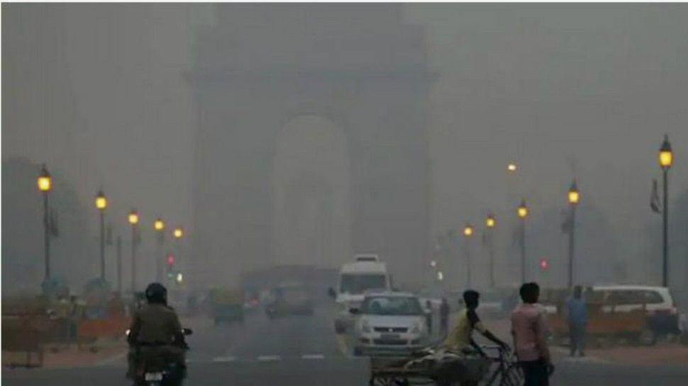 Air Pollution: गैस चैंबर बना दिल्ली-NCR, सांस लेना भी मुहाल; हवा का स्तर 'बेहद खराब'