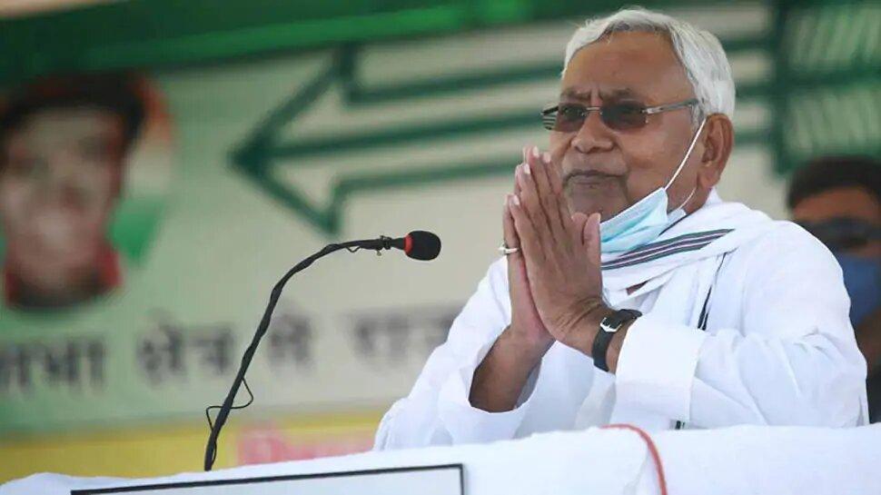 बिहार चुनाव: नीतीश कुमार के 'आखिरी चुनाव' की बात क्या सियासी दांव है?