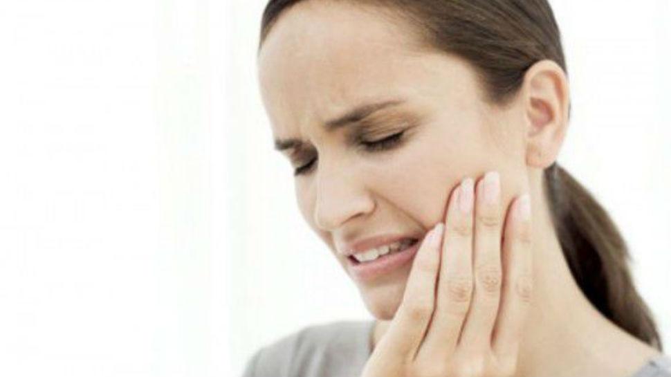 दाढ़ के दर्द को कम करने में ये घरेलू उपाय करेंगे आपकी मदद, जानें अक्ल दाढ़ निकलने की उम्र