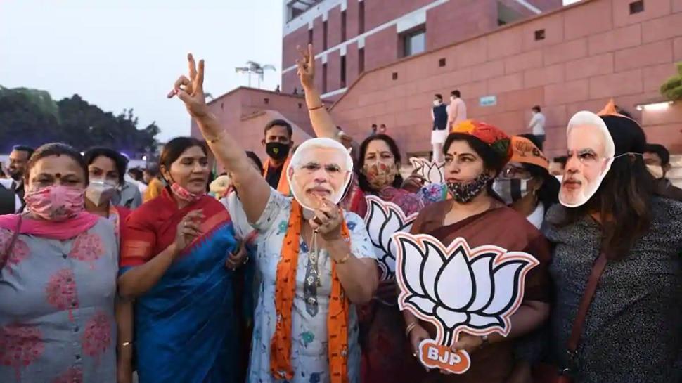सोशल मीडिया पर ट्रेंड हुआ #PmModiSuperWave, बिहार सहित 10 राज्यों में BJP की जीत पर मना जश्न