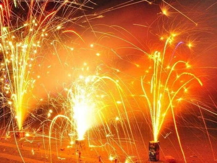 दिवाली की रात पटाखे फोड़ने को लेकर दिल्ली पुलिस को 2 हजार से अधिक PCR कॉल मिली