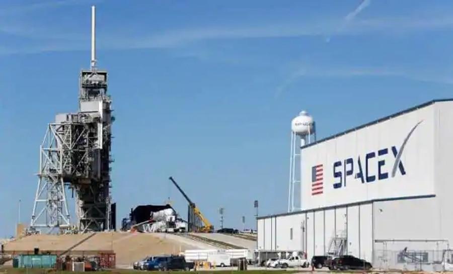 चार अंतरिक्ष यात्रियों को लेकर अपने सफर पर निकला SpaceX कैप्सूल, देखें वीडियो