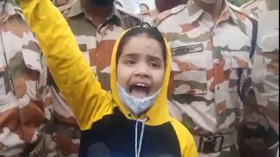 शहीद पिता के अंतिम संस्कार में आंसू रोककर चिल्ला पड़ी बेटी 'वंदे मातरम'