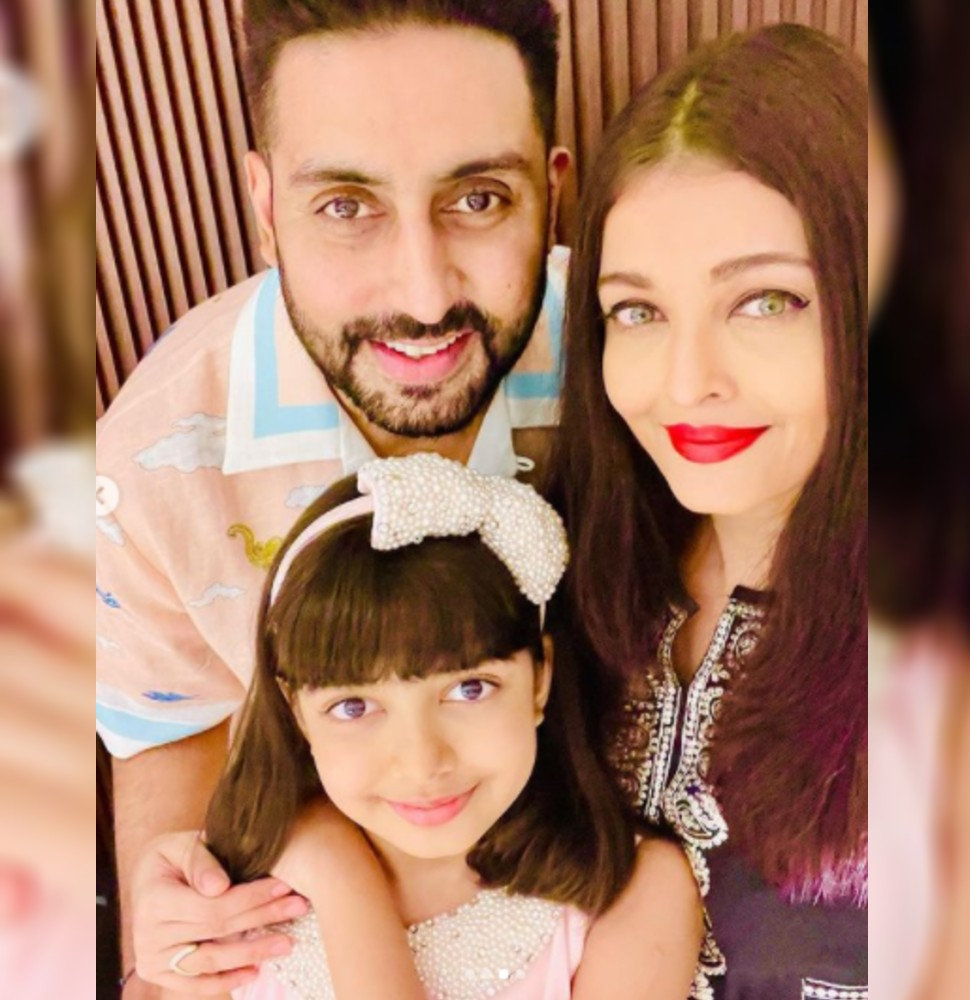 Aaradhya Bachchan with her family