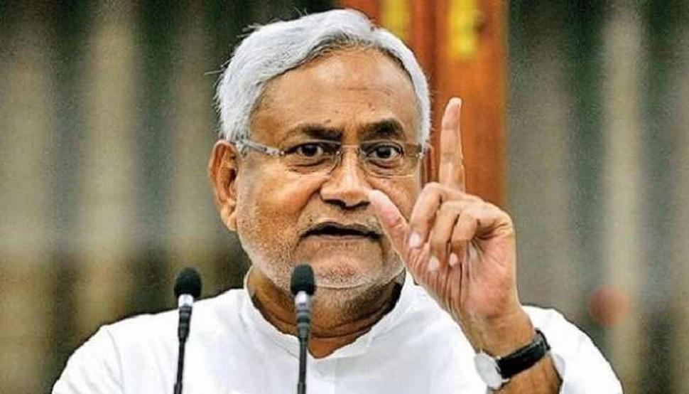 कभी देखी है ऐसी दीवानगी: नीतीश कुमार के लिए इस शख्स ने कटवा दी चौथी उंगली