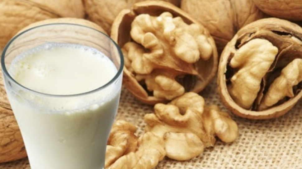 अखरोट और दूध किन बीमारियों से बचाता है आपको, एक नजर में यहां जान लीजिए