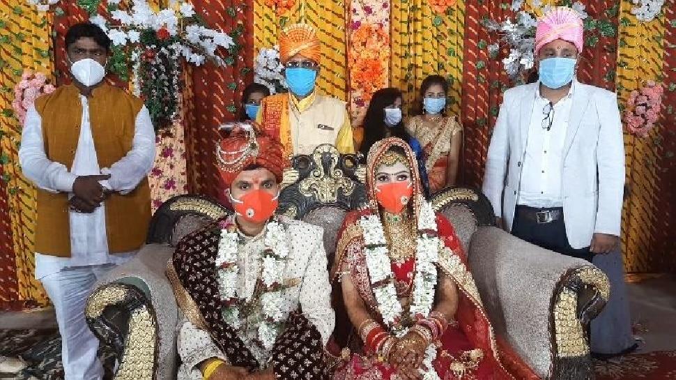 ये है 'कोरोना काल' वाली शादी: बारातियों का स्वागत हुआ मास्क और सेनिटाइजर से