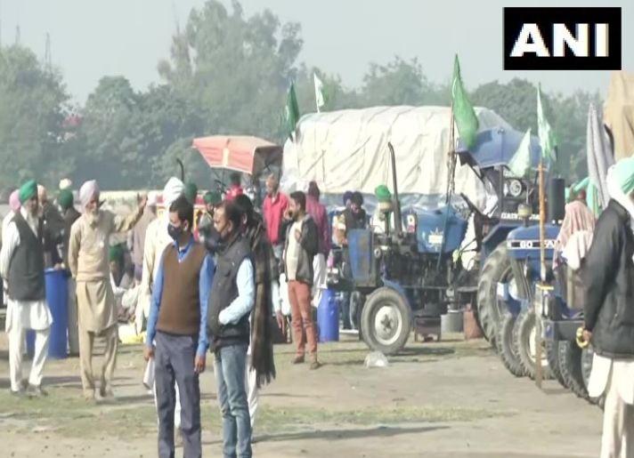 Farmers Protest जारी, अपनी मांगों के साथ बुराड़ी में अड़े हैं किसान