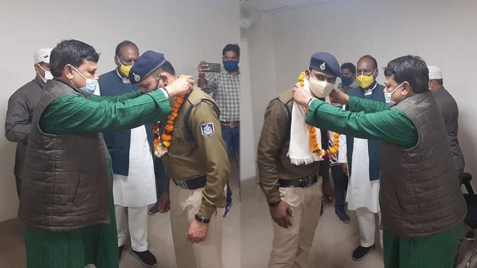 पुलिस ने रोकी मंत्री जी की गाड़ी तो नहीं हुए नाराज, उल्टा किया सम्मान और दिया नकद इनाम