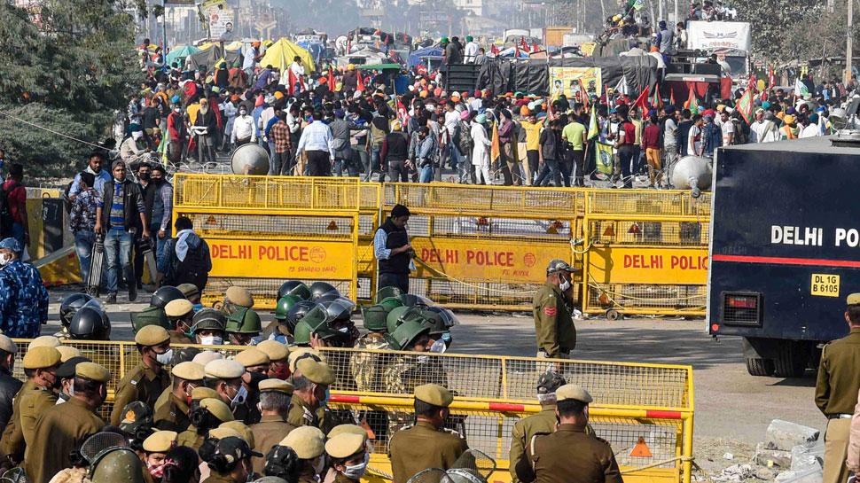 Farmers Protest Live Updates: Farmer Protest at Tikri, Singhu Border,  traffic Jam | Farmer Protest LIVE: गृह मंत्री Amit Shah से मिलने पहुंचे  कृषि मंत्री Narendra Singh Tomar | Hindi News, देश