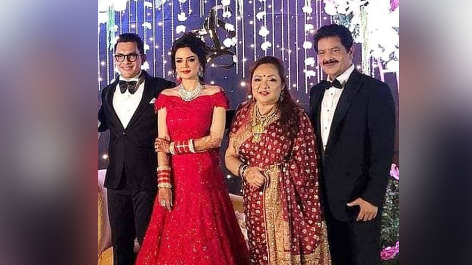 Aditya Narayan के रिसेप्शन में गोविंदा के संग इन सितारों ने की मस्ती, देखिए VIDEOS
