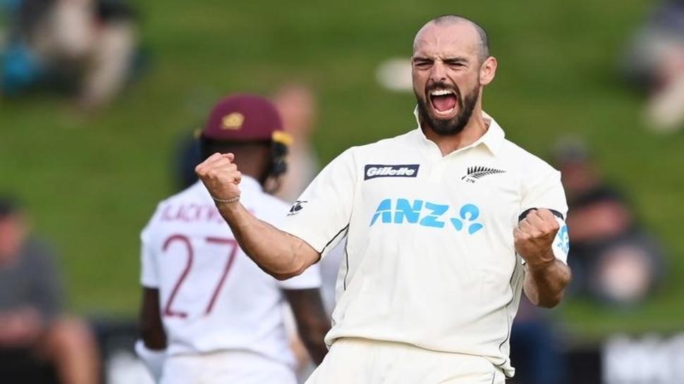 NZ vs WI: Daryl Mitchell पर लगा भारी जुर्माना, मैच के दौरान दी थी गालियां