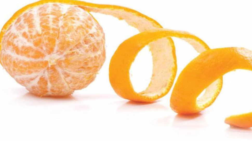 Orange Peel Benefits: संतरा खाकर न फेंके छिलके, एक नहीं कई तरीके से कर सकते हैं इस्तेमाल
