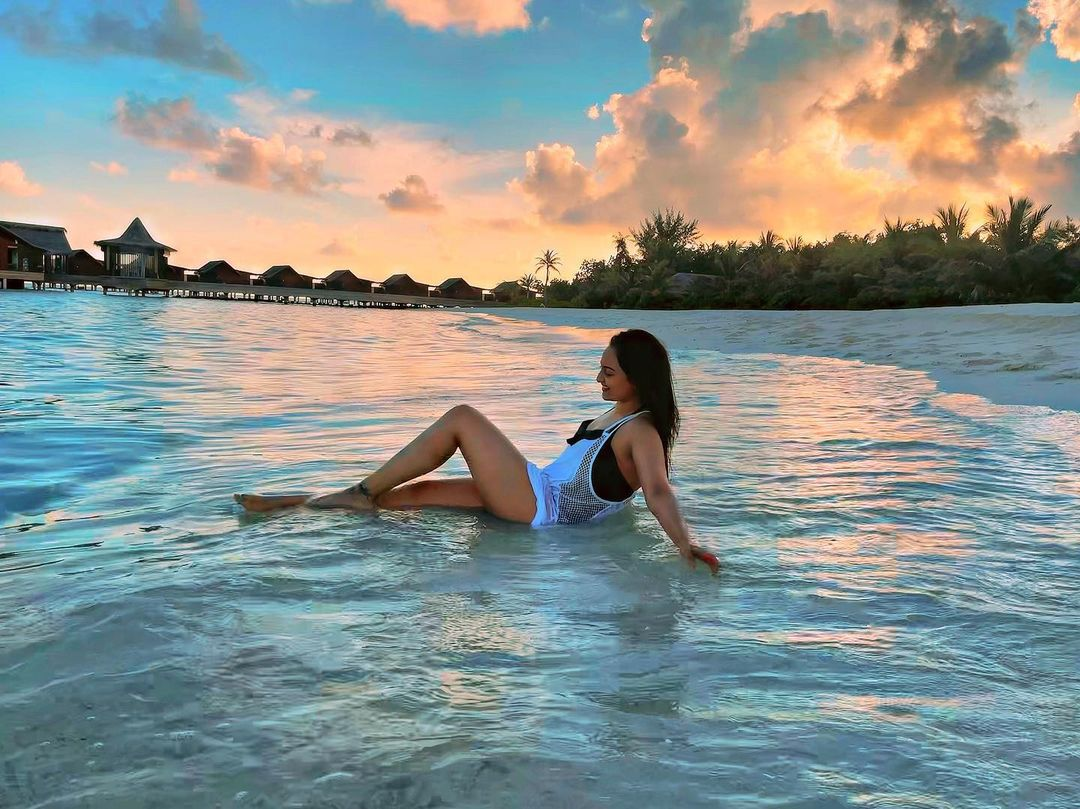 sonakshi sinha maldives vacation