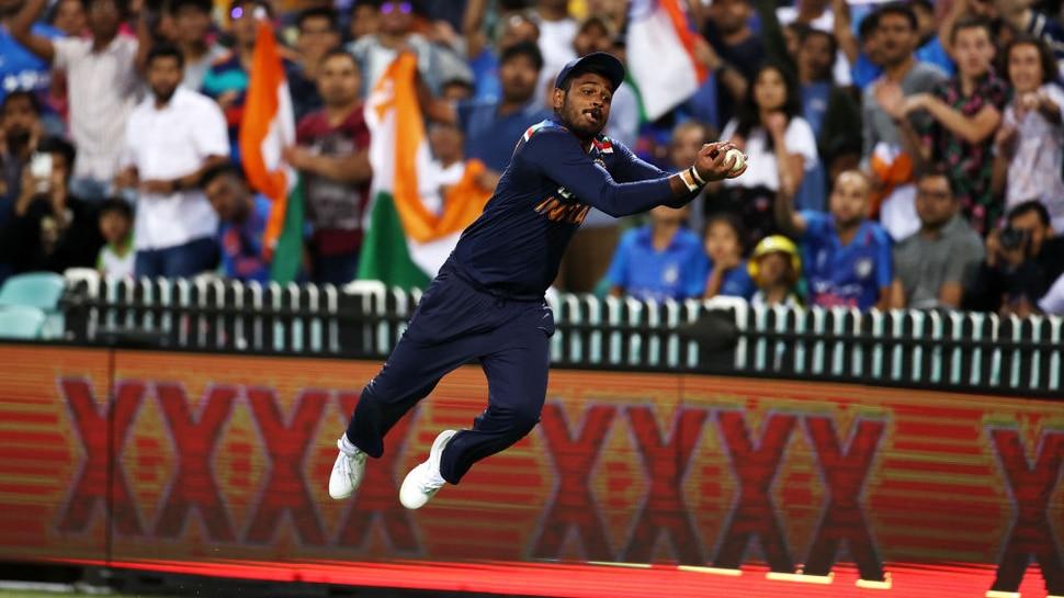 VIDEO: मैच के दौरान हवा में उड़कर Sanju Samson ने बचाया छक्का, लोगों ने कहा 'SuperMan'