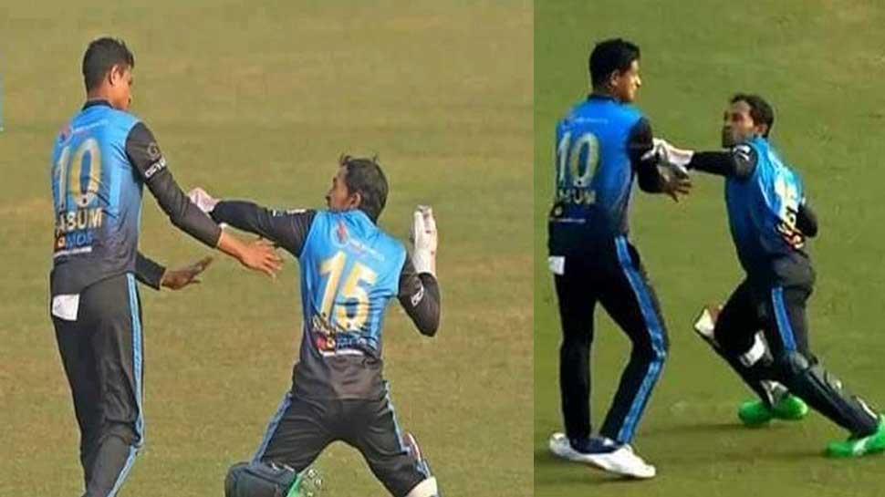 Bangladeshi cricketer Mushfiqur Rahim loses his cool at teammate Nasum Ahmed for interfering while catching   कैच को लेकर टीम के साथी खिलाड़ी पर भड़के Mushfiqur Rahim, बीच मैदान में की मारने