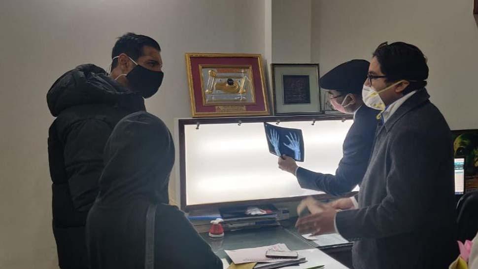 वाराणसी पहुंचे एक्टर जॉन अब्राहम, शूटिंग के दौरान लगी चोट