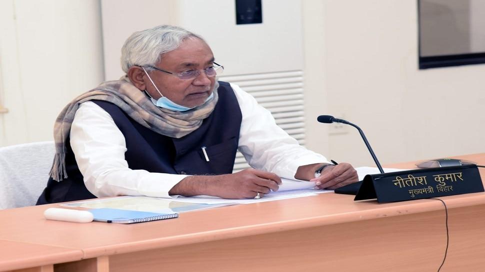 बिहार: CM-डिप्टी CM ने सार्वजनिक की संपत्ति, नीतीश लखपति तो बेटा करोड़ों का मालिक