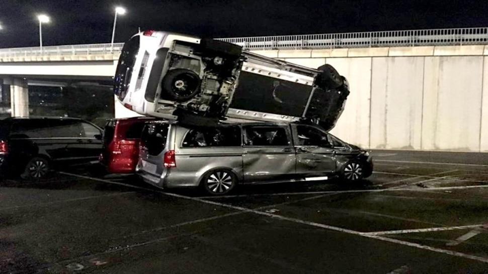 Mercedes ने कर्मचारी की छीनी थी नौकरी,  शख्स ने JCB से 50 लग्जरी कारें तोड़कर लिया बदला!