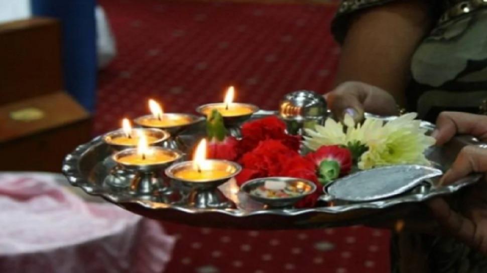 Significance Of Aarti: जानिए आरती के खास नियम, पूजा के दौरान कैसे घुमाएं दीपक