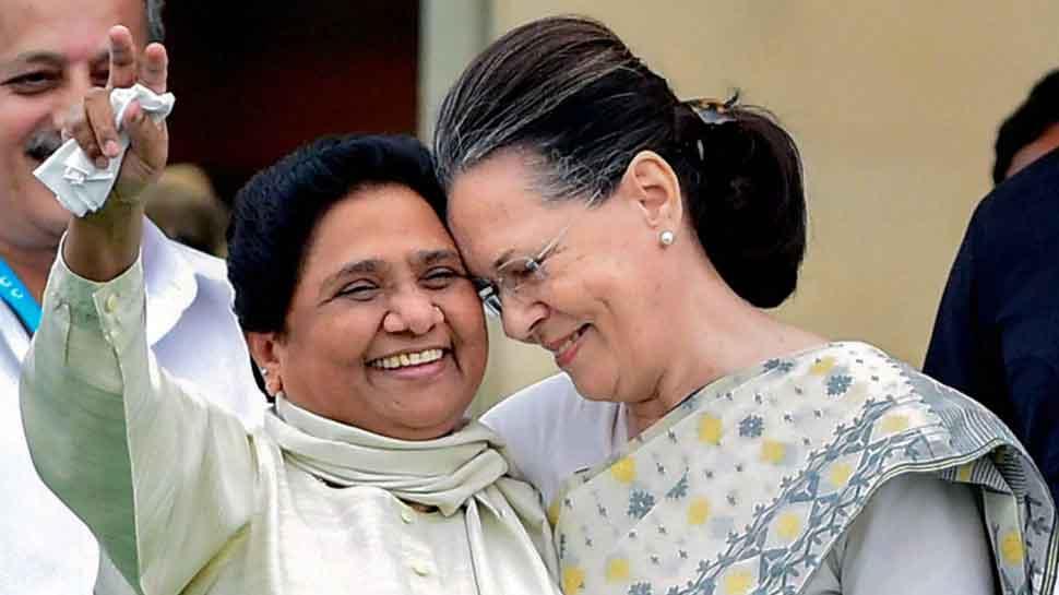 कांग्रेस नेता सोनिया गांधी और BSP सुप्रीमो मायावती को भारत रत्न देने की उठी मांग