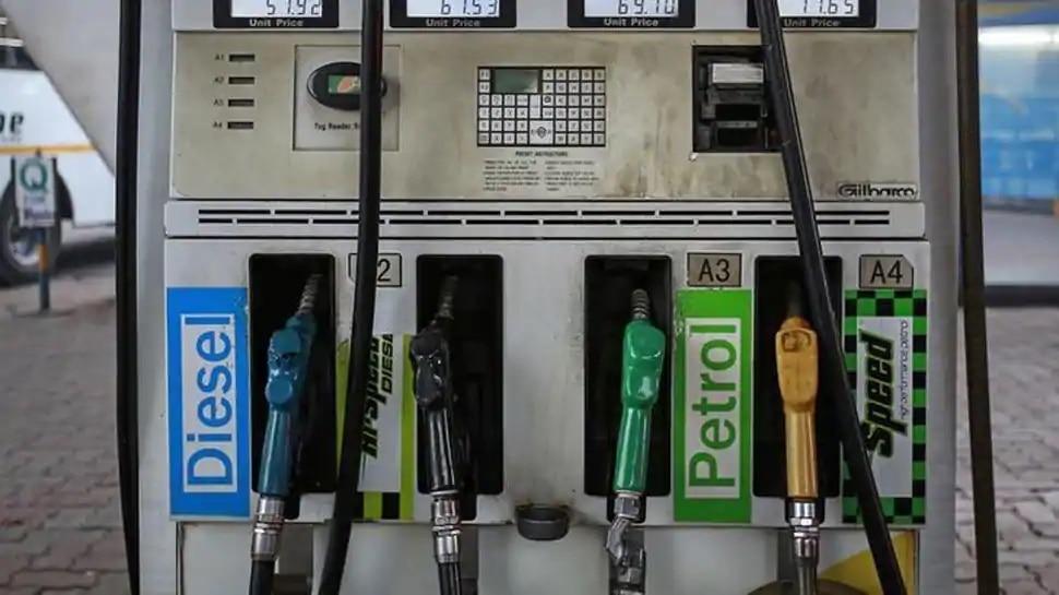 रिकॉर्ड ऊंचाई पर पहुंचे पेट्रोल के दाम, 1 माह के बाद बढ़ी कीमतें
