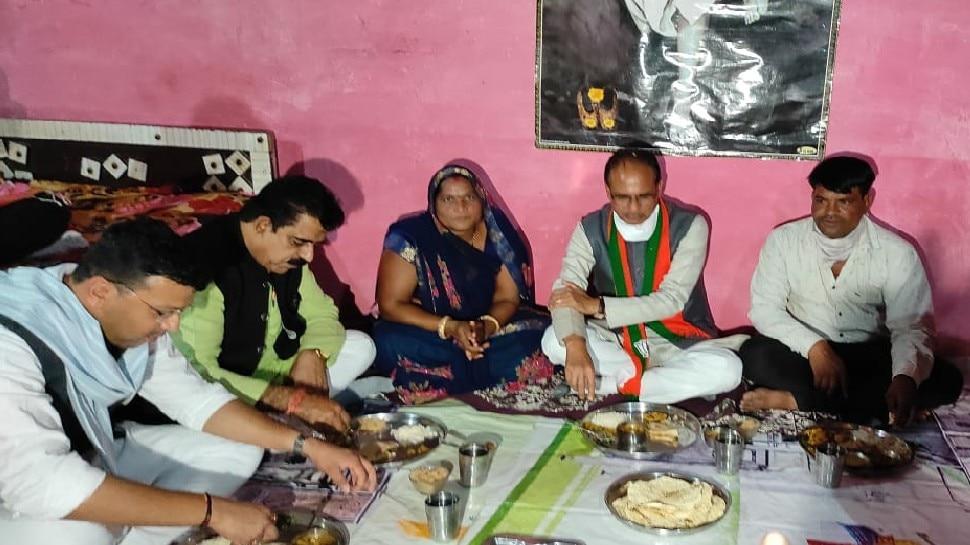 CM शिवराज ने सब्जी बेचने वाली महिला के घर खाया खाना, आर्थिक मदद के सवाल पर गरीब ने दिया मजेदार जवाब