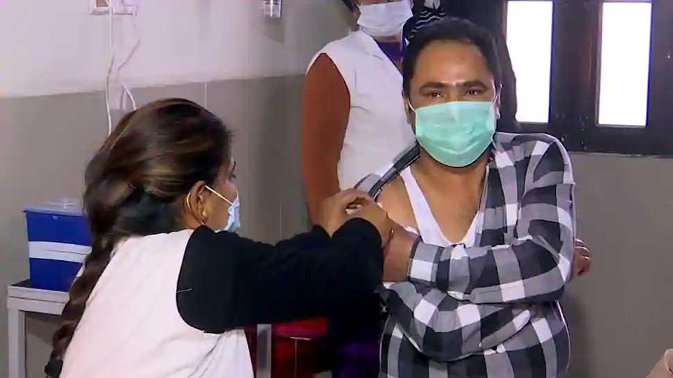 Corona Vaccine: वैक्सीनेशन से पहले आज 736 जिलों में एक साथ ड्राई रन, जानें कब शुरू होगा टीकाकरण