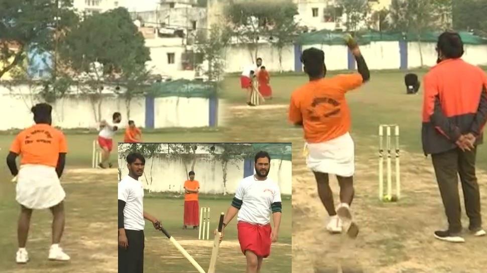 धोती-कुर्ता क्रिकेटः जब पंडितों ने मैदान में उतर लगाई चौकों-छक्कों की झड़ी, संस्कृत में हुई कॉमेंट्री