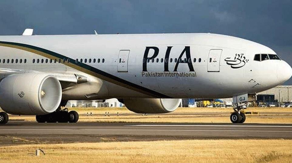 पाई-पाई को मोहताज पाक, किराया न चुका पाने पर मलेशिया ने यात्रियों को उतारकर PIA का प्लेन किया जब्त