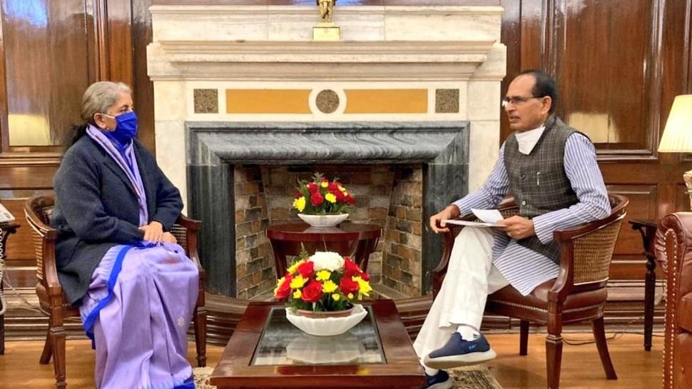 सीएम शिवराज ने की केन्द्रीय वित्त मंत्री से मुलाकात, लोन देने के नियम में मांगी छूट, स्ट्रीट वेंडर्स को होगा बड़ा फायदा