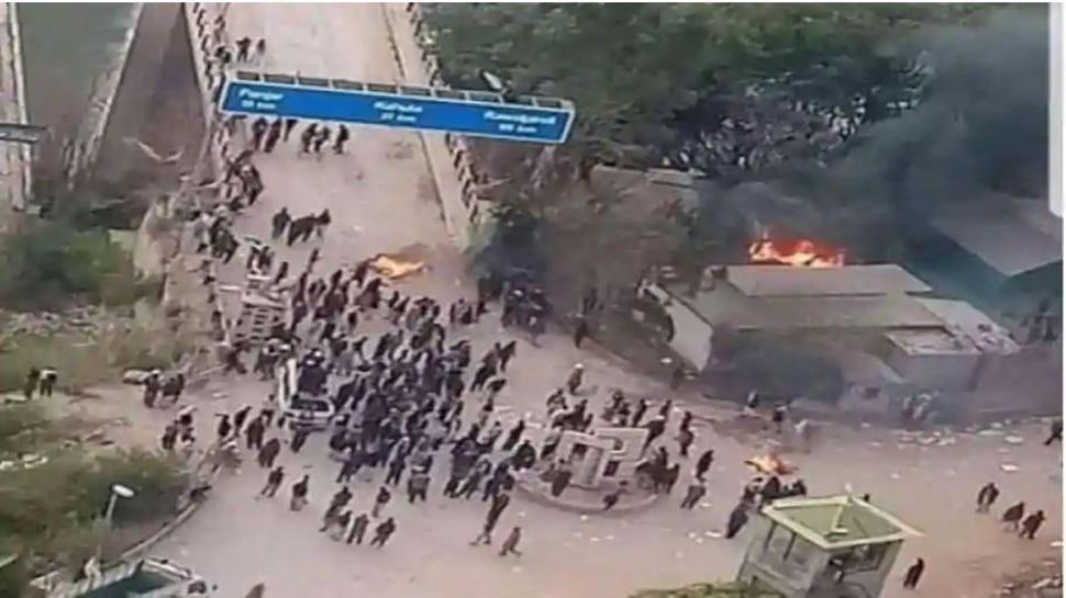 PoK में इमरान सरकार के खिलाफ सड़कों पर उतरे लोग, सरकार विरोधी प्रदर्शन तेज