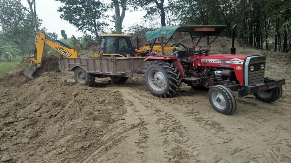 Valmiki Tiger Reserve में वन विभाग के ज्वाइंट ऑपरेशन, JCB-ट्रैक्टर जब्त
