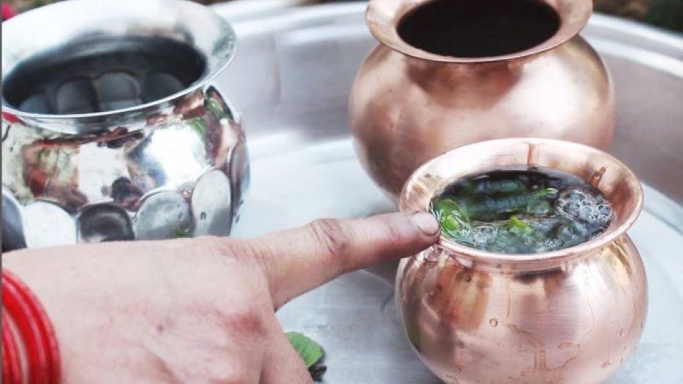 Astrological Remedy: सिर्फ एक लोटा जल से दूर होंगी आपके जीवन की समस्याएं, बस करें यह उपाय