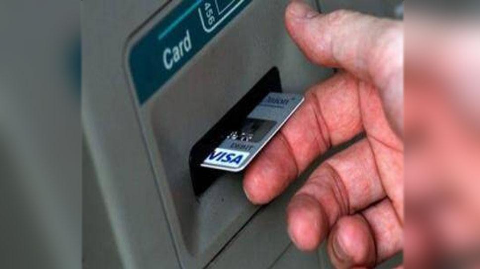 अगर कभी ATM मशीन में फंस जाए आपका Card तो क्या करेंगे? पढ़ लें वापस पाने का तरीका
