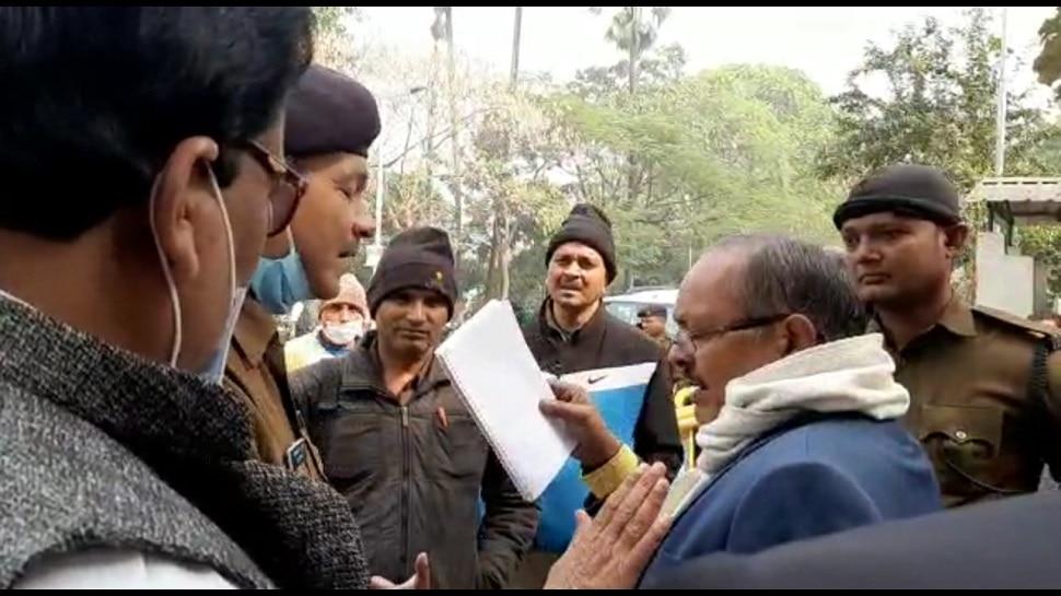 Rabri Devi के आवास पर हंगामा, फरियादयों को हटाने के लिए भिड़े पुलिस-सिक्योरिटी गार्ड्स