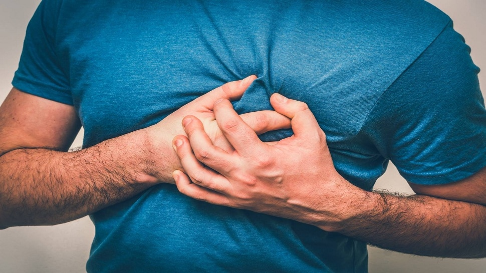 Heart Attack Symptoms: दिल का दौरा पड़ने से पहले मिलते हैं ये संकेत, महसूस हों तो हो जाइए सचेत