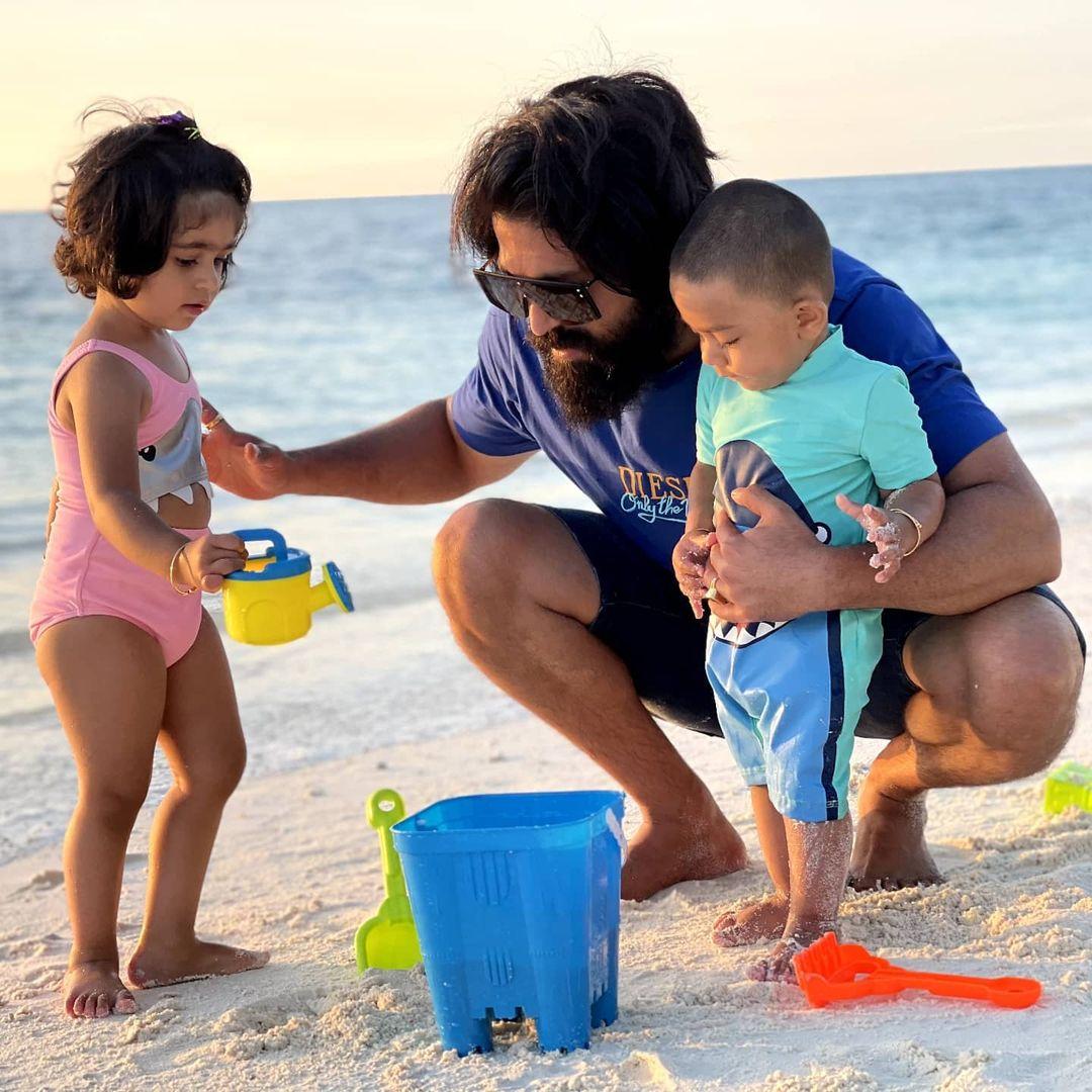 yash enjoy at maldives with his babies