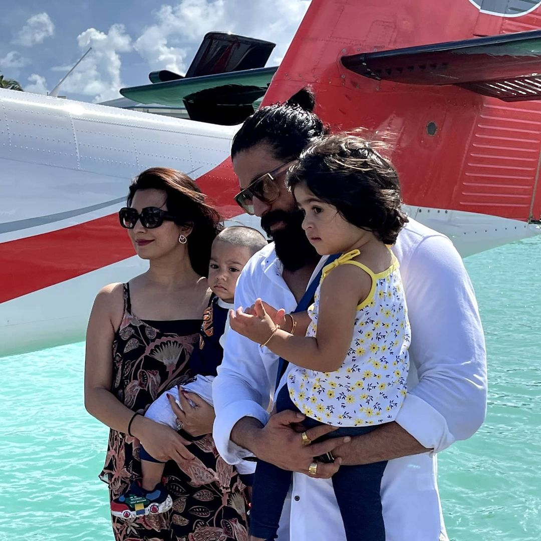 yash with his family