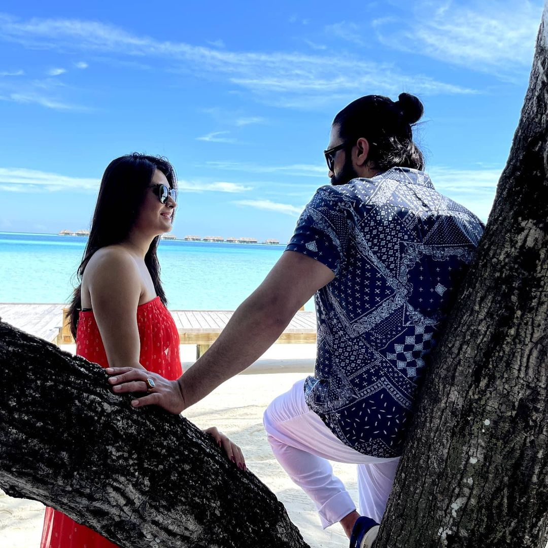 yash shares romantic picture with his wife