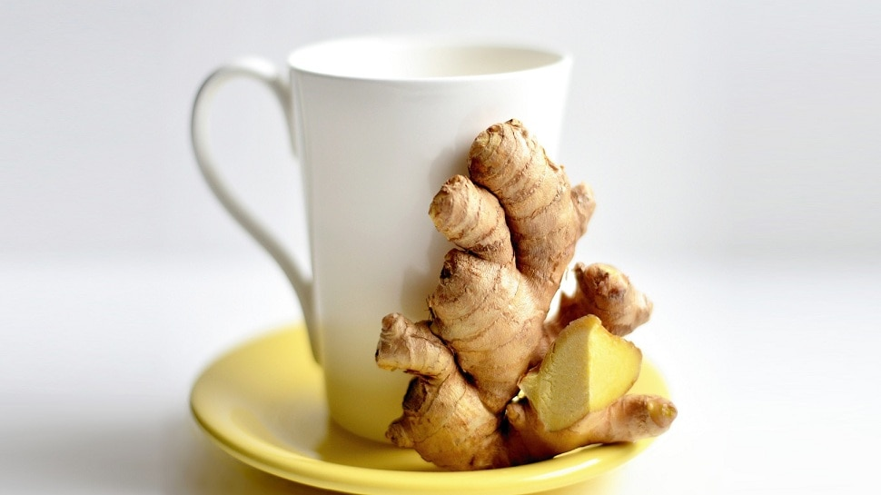 Ginger Tea पीने के शौकीन हो जाएं सावधान, अनजाने में आप इन गंभीर बीमारियों को दे रहे बुलावा
