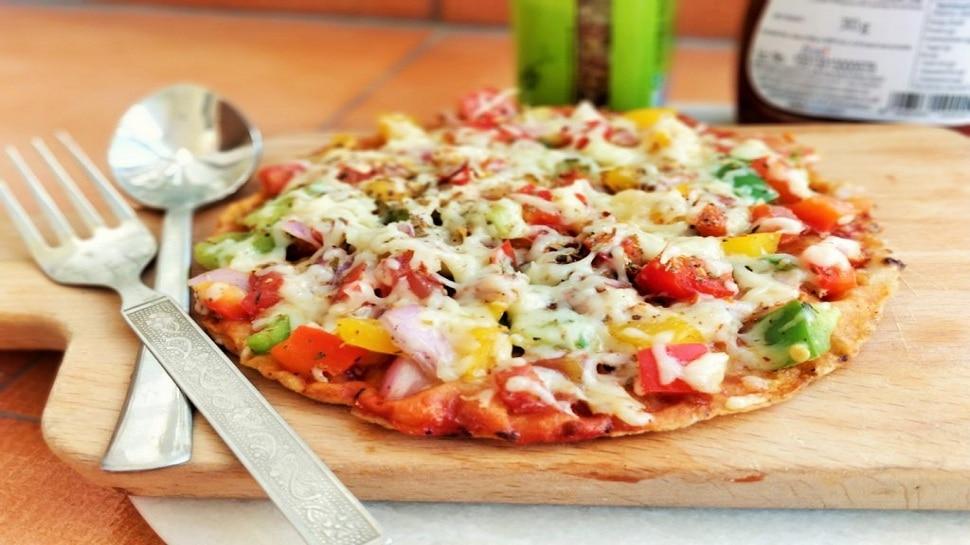 Healthy Pizza Roti Recipe: अब रोटी से बनाइए Pizza, स्वाद के साथ मिलेगा सेहत का डोज