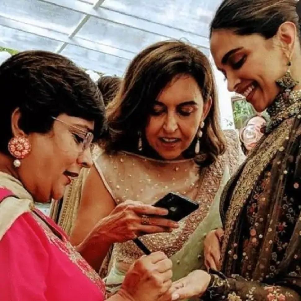 Veena Nagda has also applied mehandi Deepika Padukone