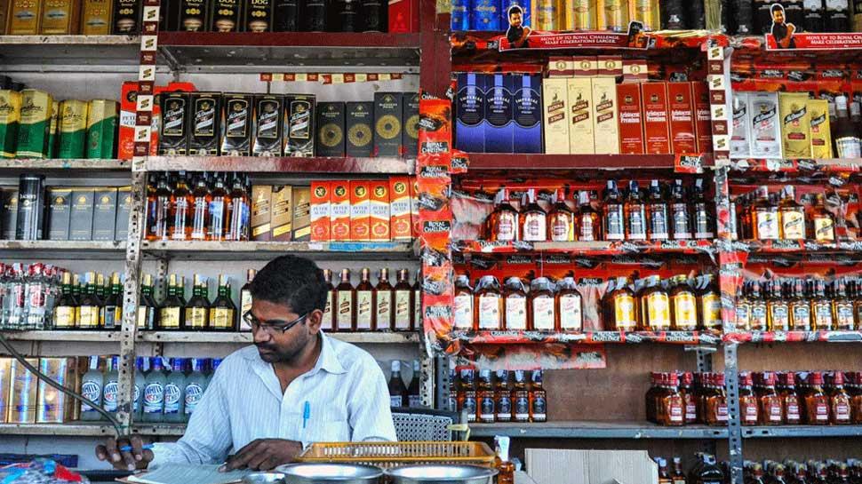 Liquor shops in Delhi will remain closed for 5 days till 31 March   दिल्ली  में 31 मार्च तक 5 दिन बंद रहेंगी शराब की दुकानें, सरकार ने किया ये ऐलान    Hindi News, देश